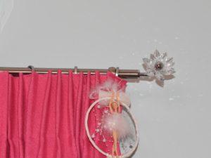 Κουρτίνα στο παιδικό δωμάτιο (λεπτομέρεια)
