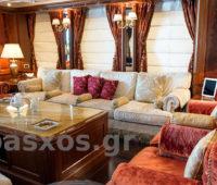 Επιδιόρθωση και ανανέωση: Πάσχος. Κουρτίνες - ρόμαν στο σαλόνι, καλύμματα καναπέδων, διακοσμητικά μαξιλάρια. Σκάφος στον Πειραιά.