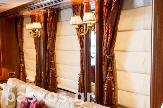 Κουρτίνες, ρόμαν, καλύμματα, επενδύσεις σε σκάφος (σαλόνι, λεπτομέρεια)
