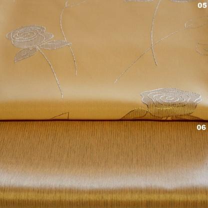Λαμπερό Ύφασμα στο Χρώμα της Ώχρας με Ασημένια Κεντητά Τριαντάφυλλα