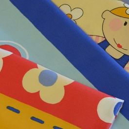 Μαλακό Βαμβακοσατέν Ύφασμα με Χαρούμενα Σχέδια για το Παιδικό Δωμάτιο