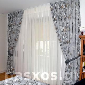 Διπλή κουρτίνα υπνοδωματίου στην Ηλιούπολη. Κουρτίνες κρεβατοκάμαρας. Σχέδιο, ραφή, τοποθέτηση: Πάσχος.
